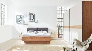 interliving schlafzimmer serie 1002 komplettzimmer 906 sandfarbener lack balkeneiche vierteilig schwebetüren