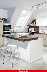 spüle unter dem dachfenster küche küchen planung