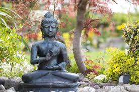 fototapete buddha figur im garten