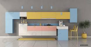 foto auf lager farbenfrohe minimalistische küche mit halbinsel