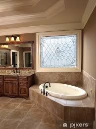 fototapete luxus badezimmer mit buntglas
