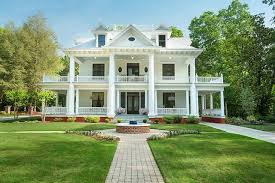 Southern Colonial Homes by Tour A Charming 100 Year Southern Home Photos Architectural