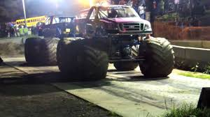 100 Truck Tug Of War MONSTER TRUCK TUG OF WAR AT YANKEEE LAKE TRUCK NIGHT YouTube