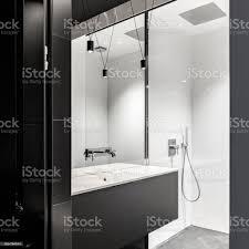 badezimmer mit begehbarer dusche stockfoto und mehr bilder architektur