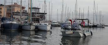 meteo port pere le père noël arrive en bateau à port fréjus port fréjus
