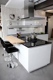 schüller musterküche moderne hochglanz lack küche mit