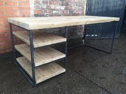 bureau industriel metal bois table à manger bureau chic industriel récupéré avec étagères