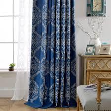 moderner vorhang mit geometrisches muster blau für schlafzimmer