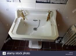 messing badarmaturen und porzellan waschbecken englisch