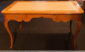 bureau louis xv bureau plat en poirier d époque louis xv xviiie siècle n 36930