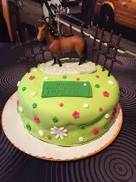 deco gateau en pate a sucre gâteau d anniversaire décor pâte à sucre cheval la cuisine de