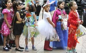 Coconut Grove Halloween Festival by Halloween Rain In Miami Should Stop In Time For Parties And Trick