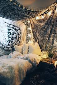 Hipster Bedroom Decorating Ideas by I Love The Sheet And Lights Above The Bed I Would Love To Do This