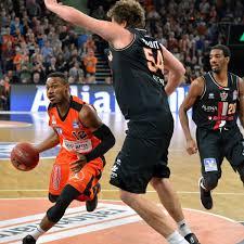 Basketball Der Koloss Von Gießen Lokalsport Augsburger Allgemeine