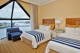 Brass Beds Of Virginia by Hotel Crowne Plz Hampton Marina Va Booking Com
