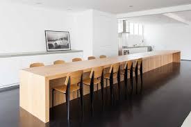 ile cuisine une île de cuisine énorme table dinante prend l é centrale en