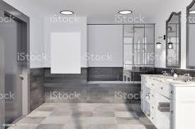 weiß und ziegel wand bad poster stockfoto und mehr bilder badewanne