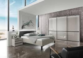 schlafzimmer in grau schwarz glasfront