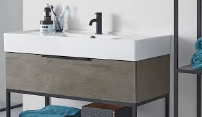 badezimmerschrank mit griff tinto in schwarz und modernem