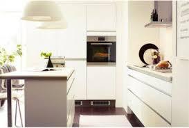 harmonie cuisine déco cuisine harmonie couleur blanc et taupe cuisine ikea