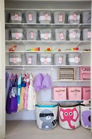 dressing chambre bebe 9 idées déco pour ranger les vêtements d enfants
