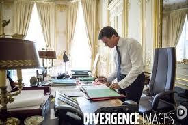 bureau vall s manuel valls premier ministre dans bureau de l hotel de