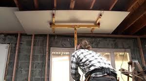Hanging Drywall On Ceiling by Hang Drywall On Ceilings Video Diy