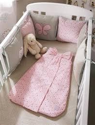 comment mettre un tour de lit bebe plus de 25 idées uniques dans la catégorie drap bébé sur