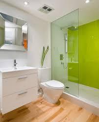 glas statt fliesen bad wandpaneel gruen glas duschwand