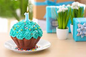 We Love GIGANTIC Cupcakes