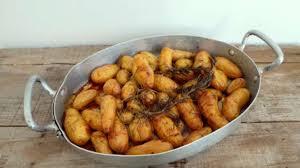 cuisiner des pommes de terre ratte pommes de terre rattes au miel et au romarin recette par my