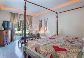 klassische villa mit panoramablick auf das meer in marbella