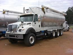 100 Feed Truck 2006 INTERNATIONAL 7600 TRIAXLE FEED TRUCK