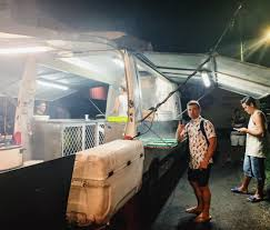 100 8 Mile Lunch Truck Eating Your Way Through Tahitis Famed Food S