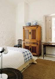 antiker küchenschrank im schlafzimmer bild kaufen