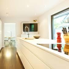 leicht küche hochglanz weiß grifflos mit ausfahrbarem