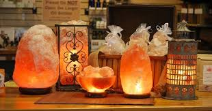 Himalayan Ionic Salt Lamp by Here Is Why A Himalayan Salt Lamp Is One Of The Greatest Things