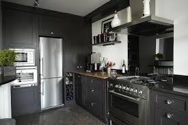 cuisine grise et plan de travail noir photo le guide de la cuisine l élégance du gris anthracite
