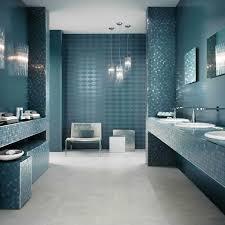 badezimmer fliesen ideen badfliesen in türkis bad in blau