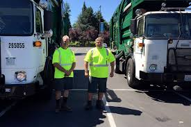 100 Waste Management Garbage Truck Trains Drivers To Keep Watch Along