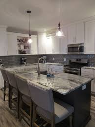Midwest Tile Lincoln Ne by White Shaker Cabinets Gray Subway Tile And Beautiful Viscount