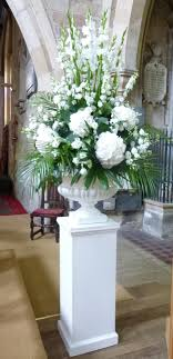 White pedestal arrangement iglesias Pinterest