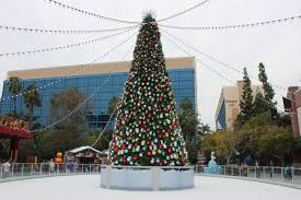 When Does Disneyland Remove Christmas Decorations by Frozen Fun And Holidays At The Disneyland Resort 2014 Theme