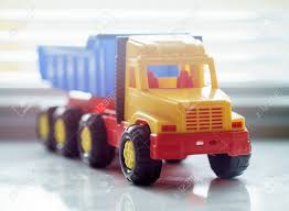 100 Toy Moving Truck Ttipper Industrial Vehicle Plastic Dump Yellow
