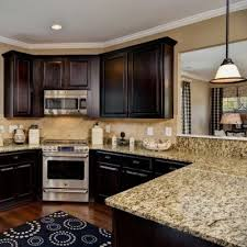 kitchen cabinets with light granite vitlt