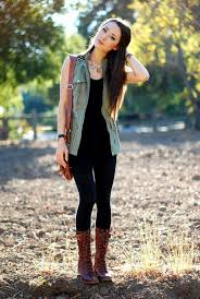 Outfit Leggings And Vest With Combat Boots