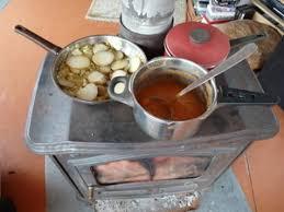 cuisine poele a bois cuisiner sur poele à bois alimentation conseil solutions