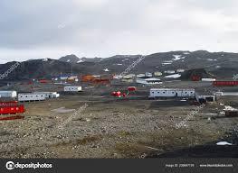 100 Antarctica House Scientific Station Researchers Antarctic Stock