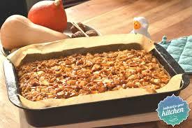 kürbis apfelkuchen mit walnüssen butterscotch und