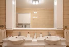 bad spiegelschrank reinigen und streifenfrei putzen
